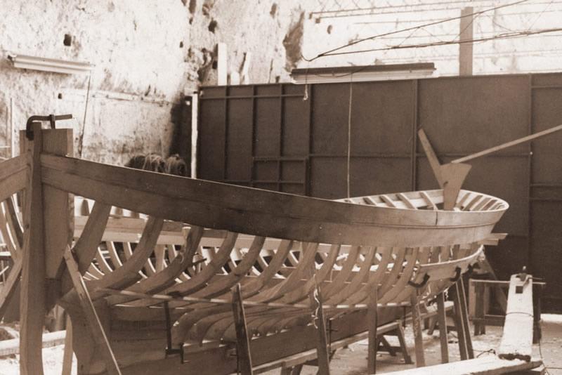 Cantiere maresca gozzo sorrentino riparazioni barche in for Barca lancia vetroresina